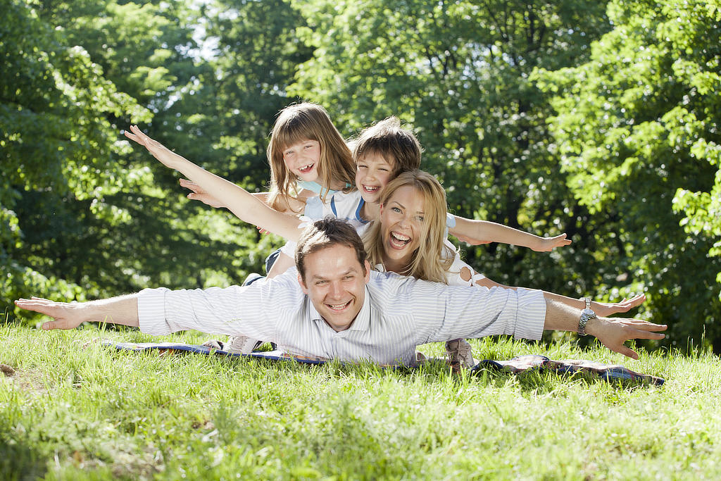 Glückliche Familie Vater Mutter Kinder Sohn Tochter