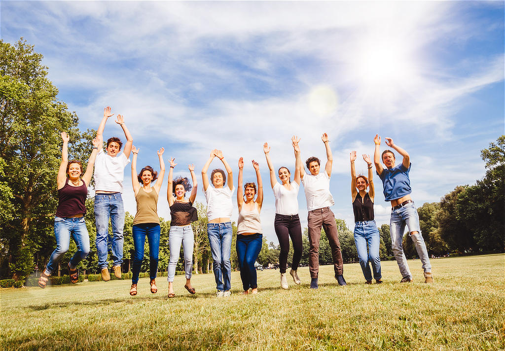 CONVA - Freude strahlende Gruppe, Spaß am Training