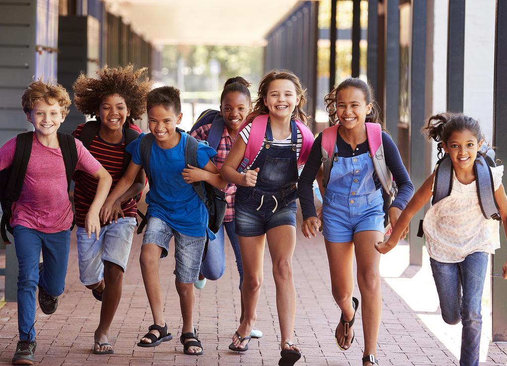 Kinder Grundschule haben Spaß beim CONVA Kindertraining