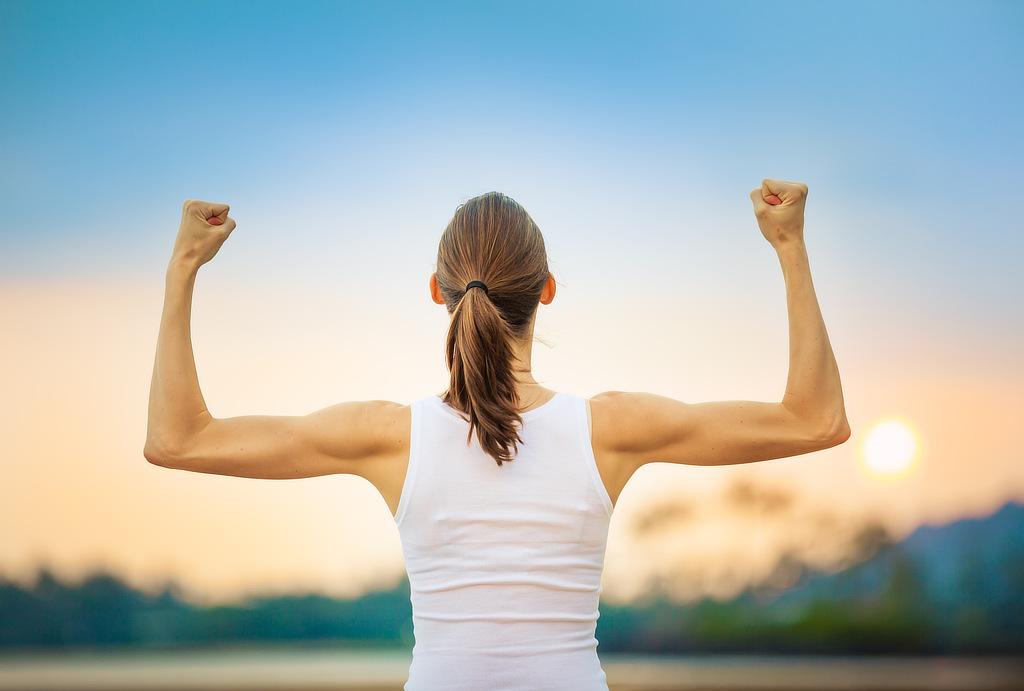 Starke Power-Frau mit CONVA Frauentraining